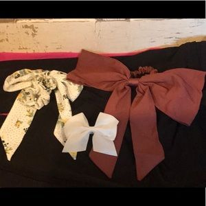 Scrunchie and hair bow bundle- like new